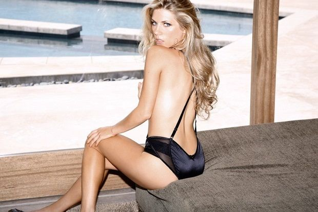 Laguertha de la serie Vikings topless
