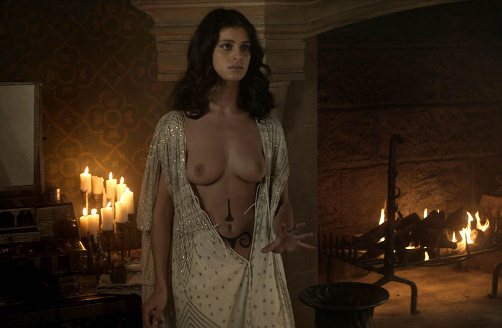 Yennefer desnuda en la serie the Witcher