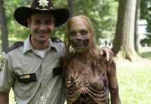 Rick Grimes abrazo zombie